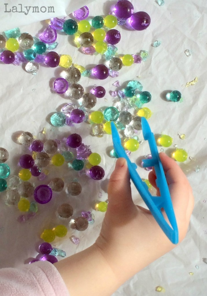 Use Tweezers to Pick Up Water Beads for toddler developmental play - Mommy Scene