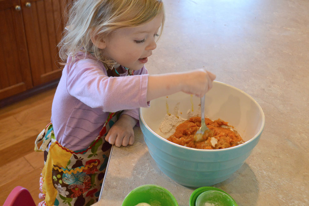 Easy pumpkin muffins to make with kids - Mommy Scene