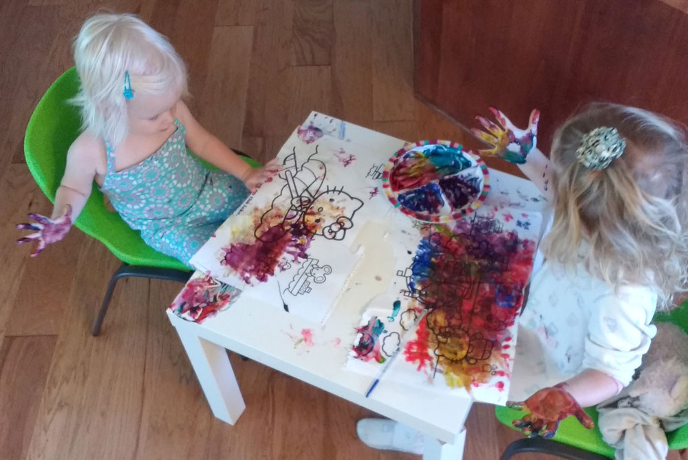 Finger painting with kids - Mommy Scene