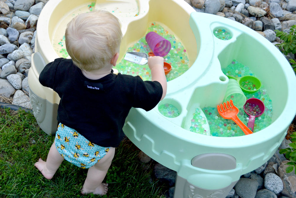 Baby backyard water table kids yard activities - Mommy Scene