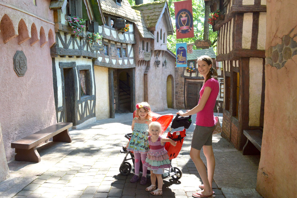 Enchanted Forest village in Oregon - Mommy Scene