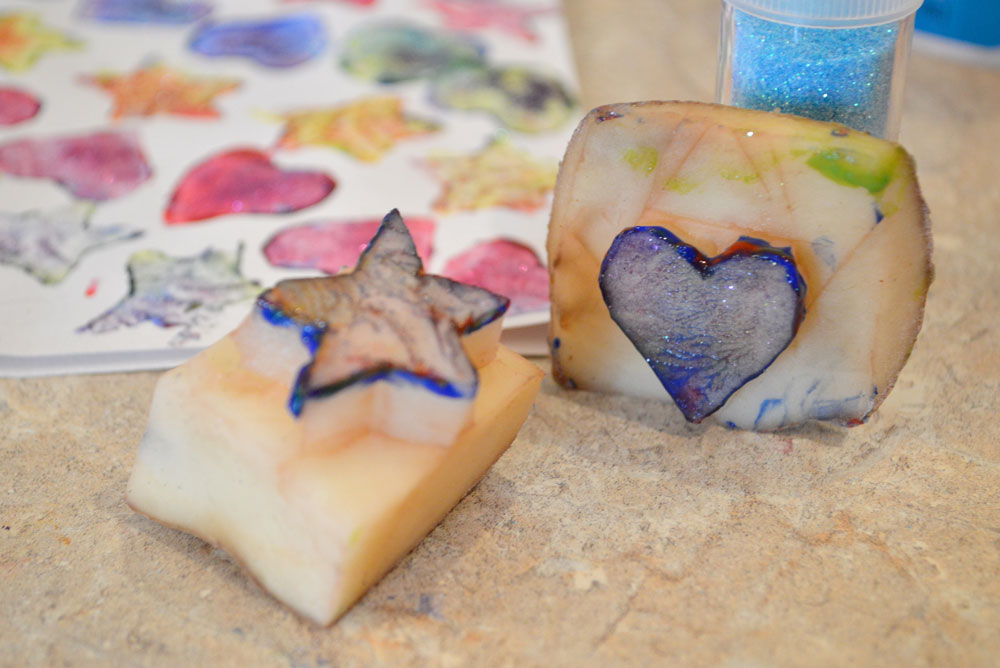Potato stamp art kids' activity - Mommy Scene