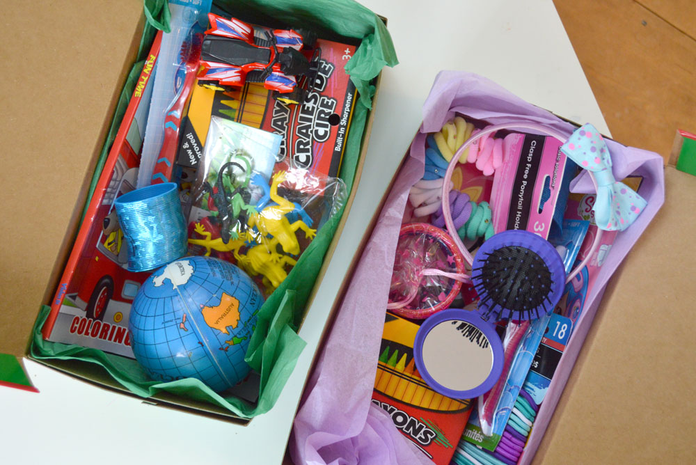 How to pack an Operation Christmas Child shoebox for boy or girl - Mommy Scene